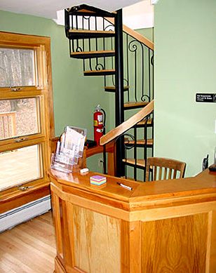 Slide Brook Lodge at Sugarbush: Front Desk